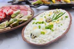 地中海样式冷的板材用鸡蛋 免版税库存照片