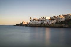 地中海样式海滨村庄的平安的风景图象 库存照片