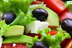 地中海沙拉用黑橄榄,莴苣,乳酪 免版税库存图片