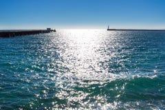 地中海沿海海视图在小游艇船坞在晴天 免版税图库摄影