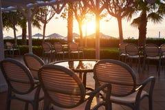 地中海海岸的夏天餐馆在美好的日落 Tekirova凯梅尔 免版税库存图片