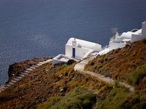 地中海海岸的小教会 免版税图库摄影
