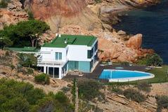 地中海海岸的房子 免版税库存照片