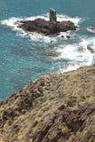 地中海海岸线和岩质岛在阿尔梅里雅,西班牙 图库摄影