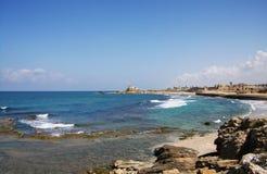 地中海海岸线在英亩,以色列 免版税库存图片