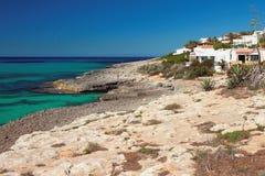 地中海海岸蓬塔Prima,梅诺卡岛,西班牙 免版税库存图片