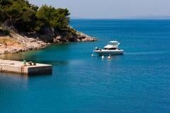 地中海海湾的小船 库存照片