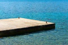 地中海海滩的码头 图库摄影
