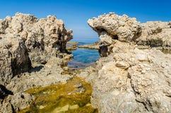 地中海海滩在米拉佐,西西里岛 图库摄影