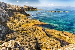 地中海海滩在米拉佐,西西里岛 库存照片