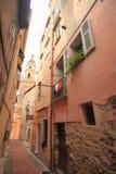地中海的小巷道,芒通法国 免版税库存图片