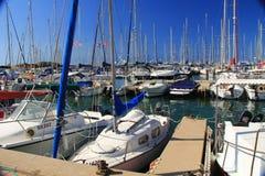 地中海的小船港口在赫兹里亚以色列 库存图片