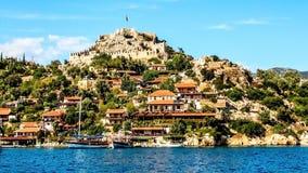 地中海的岸的古老村庄 免版税库存图片