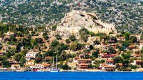 地中海的岸的古老村庄 免版税图库摄影