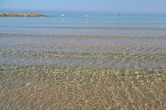 地中海的透明的水 Netanya,以色列 库存照片