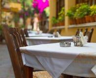 地中海餐馆大阳台 免版税库存照片