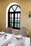 地中海餐馆的内部 免版税库存图片