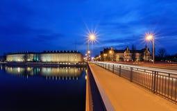地区办公室和国家博物馆在弗罗茨瓦夫,在晚上 图库摄影