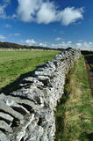 地区干燥英国高峰石墙 免版税库存照片