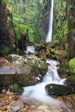 地区强制湖缩放比例英国瀑布 免版税库存图片