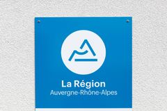 地区法国标志的奥韦涅罗讷Alpes在墙壁上 免版税图库摄影