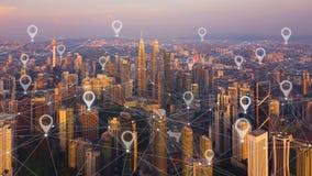 地图城市、全球企业和网络连接别针舱内甲板在未来派技术概念在亚洲 摩天大楼和高层 库存图片