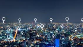 地图城市,网络连接线别针舱内甲板在曼谷街市,泰国 财政区和商业中心在聪明 免版税库存照片