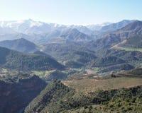 地图集惊人的高摩洛哥山n通过那里tichka tizi顶视图 免版税图库摄影