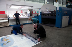 地图集最大的抵销打印世界 免版税库存图片