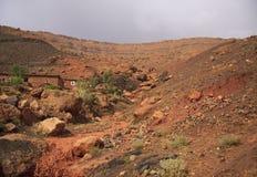 地图集的橙红山 库存照片