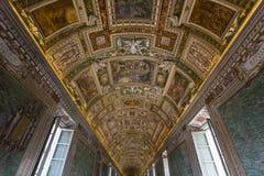 地图画廊的天花板  免版税库存照片