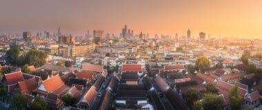 地平线和寺庙复合体曼谷 免版税库存照片