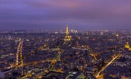巴黎地平线在晚上 免版税库存图片