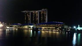 地平线夜Singapur 免版税库存图片