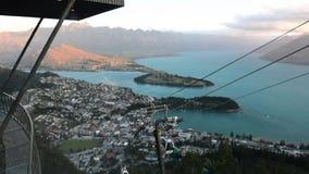 地平线长平底船在昆斯敦新西兰 股票视频