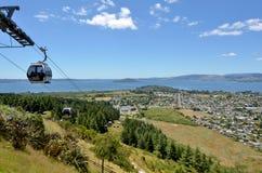 地平线长平底船空中览绳在罗托路亚-新西兰 免版税库存图片