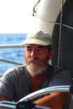 地方上尉租赁他们的帆船给带领他们的游人一条惊人的小船旅行 免版税库存图片