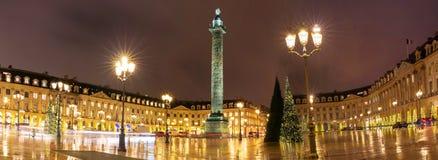地方为圣诞节装饰的Vendome在晚上,巴黎,法国 免版税库存图片