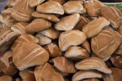 地方传统安地斯山的面包在阿雷基帕,秘鲁叫`平底锅de 3 puntas ` 库存照片