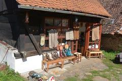 地方商店在村庄Viscri,特兰西瓦尼亚 图库摄影