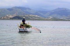 地方夫妇在Sumbawa印度尼西亚 免版税图库摄影