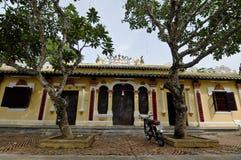 地方寺庙看法有绿色树的在Vinhlong,越南 图库摄影