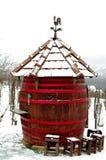 地方巨型桶客栈在冬天 免版税库存照片