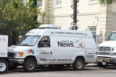 地方新闻驻防卫星卡车,查尔斯顿,南卡罗来纳 免版税库存照片