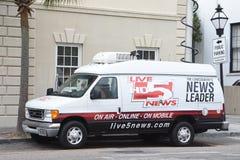 地方新闻驻防卫星卡车,查尔斯顿,南卡罗来纳 库存照片