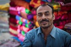 地方毯子或衣裳供营商在印度 库存照片