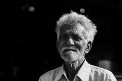 地方毯子或衣裳供营商在印度 免版税库存图片
