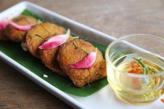 地方泰国食物油煎了鱼酱球 免版税库存照片
