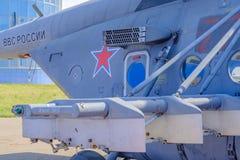 地方的莫斯科 机场Chkalovsky,2018年8月12日:直升机空军俄罗斯Mi8  免版税库存图片