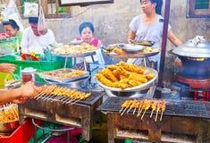 地方盘在仰光市场,缅甸上 免版税库存照片